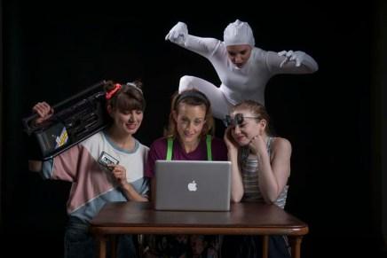 Asking the Internet: the Ya-Hoo Answers at the Edmonton FringeFestival